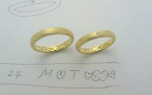 肉好きカップルの結婚指輪